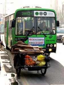 Vrolijk gekleurde bus Thailand vervoer