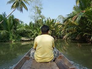 rivier en palmbomen in Thailand