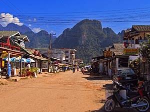 Straatbeeld van Vang Vieng Laos