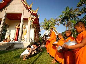 reis door Thailand monniken