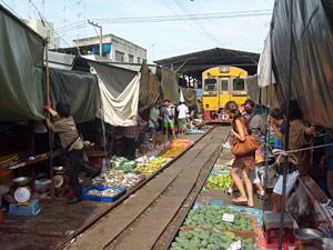 treinmarkt river kwai Thailand