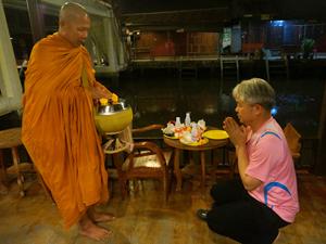 Zegenen monnik Thailand