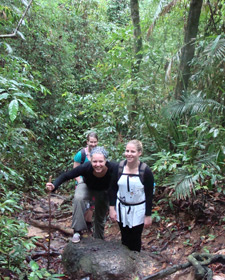 trekking khao sok thailand