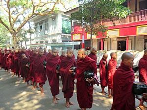 mandalay-myanmar-monniken