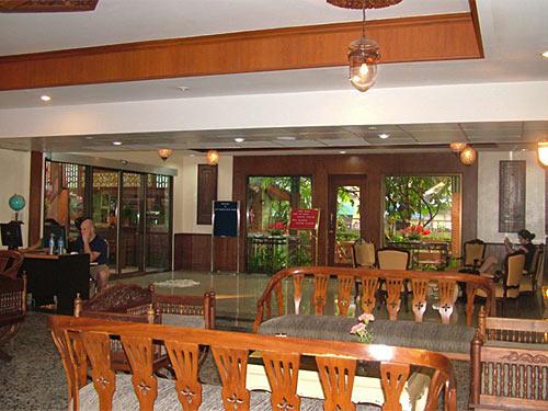 budget hotel lobby bangkok