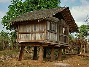 huis op clusterbommen laos