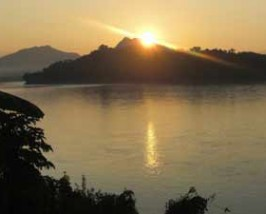 zonsondergang mekong rivier laos
