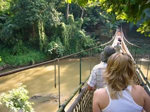 laos rondreis hangbrug
