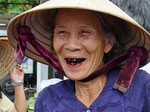 Vrouw met pruimtabak Hanoi