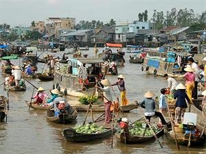 cambodja vietnam floating market