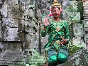 rondreis zuidoost azie - klederdracht meisje angkor