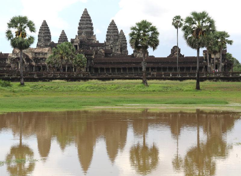 Weerspiegeling van de indrukwekkende tempel