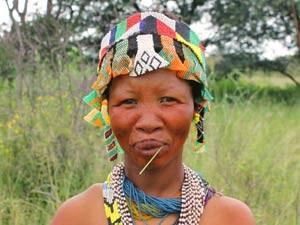 Namibië bosjesmannen - vrouw