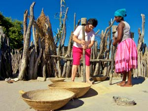 ongula village maisstampen namibie