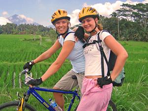 fietsen tijdens rondreis Jave en Bali