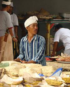 eten op straat in indonesie