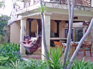 schommelen in hangmat rondreis indonesie