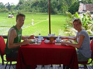 lunchen met uitzicht in indonesie