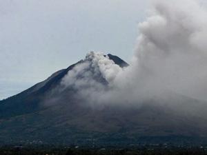 vulkaan sinabung indonesie