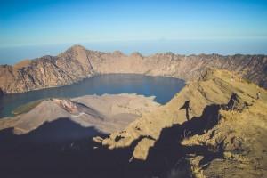 Rinjani trekking uitzicht over meer