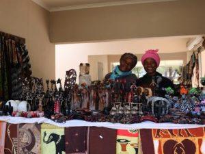 Swaziland - Einheimische auf einem Markt - Südafrika Rundreise 3 Wochen