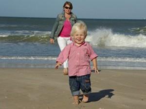 Kleines Kind am Strand von Südafrika