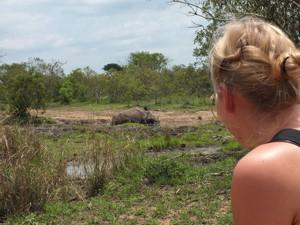 Südafrika - Safari zu Fuß - Nashörner am Wasserloch