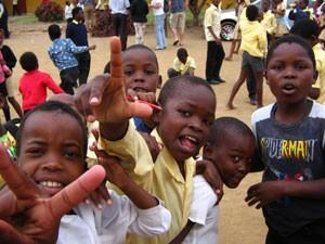 Spielende Kinder in St. Lucia