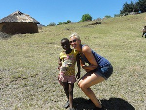 Tourisitin mit Kind in Lesotho