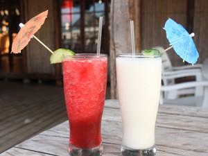 Cocktail trinken am Strand von Ponta Malongane