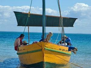 Mosambik-Tofo-Boot-auf-dem-Meer