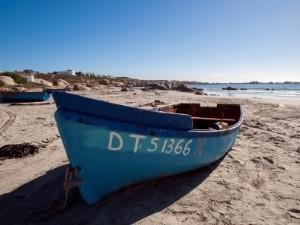 Ein Fischerboot in der Bucht von Paternoster