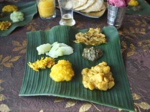 Segeln Mauritius - Mittagessen auf Bananenblatt