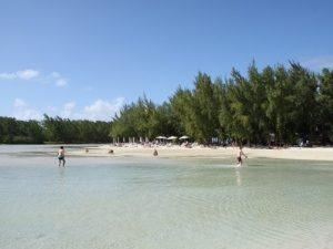 Segeln Mauritius - Das seichte Wasser der Ile aux Cerfs