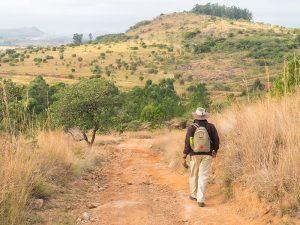 Südafrika - Krüger Nationalpark - Guide läuft durch das Reservat - Südafrika und Mauritus