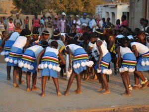 Traditioneller Tanz während des Homestays in Südafrika