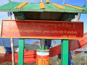 Schild mit einer buddhistischen Weisheit