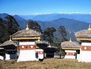 Dochula Pass mit 108 Chorten und Blick auf die Berge