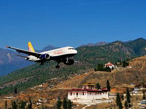 Ankunft per Flugzeug in Bhutan in Paro