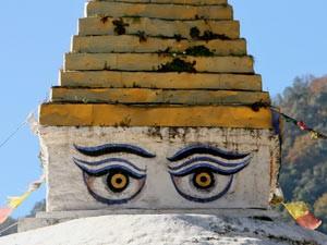 Gemalte Augen auf Stupa