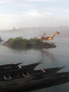 Morgenstimmung am Fluss im Chitwan Nationalpark während Ihrer Rundreise in Bhutan und Nepal