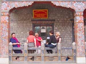 Touristen am Grenzübergang in Phuentsholing