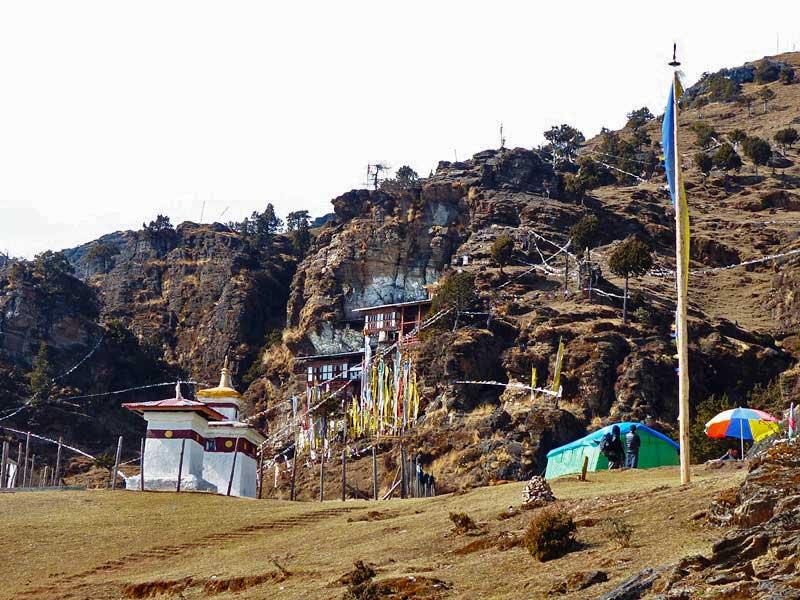 Zeltlager vor dem Bumdra Kloster am Felshang