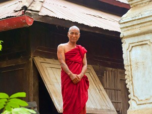 Mönch im Kloster bei Mandalay