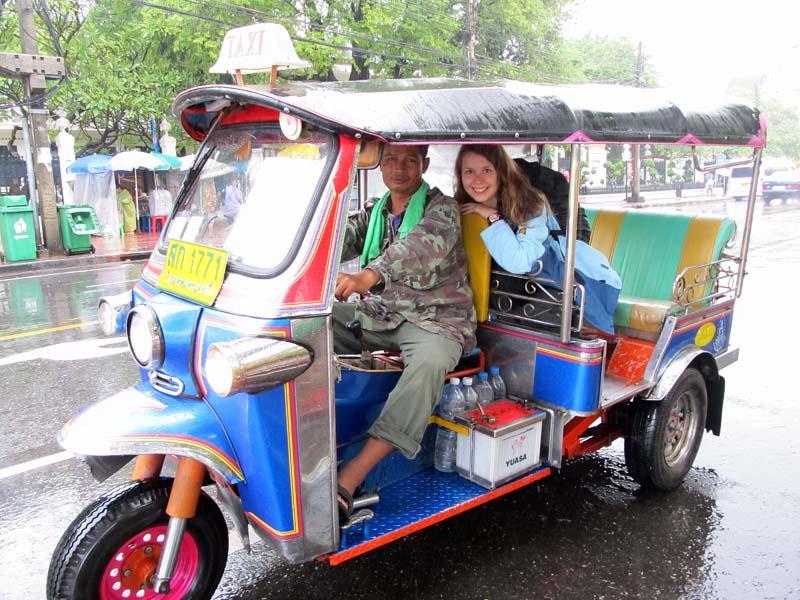 Touristin im Tuk Tuk in Bangkok, Thailand