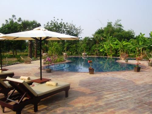 Pool im Hotel in Battambang