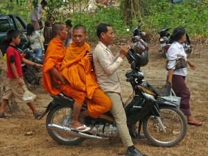 Mönche auf dem Motorrad in Siem Reap