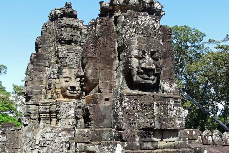 Riesige Steinköpfe von Angkor