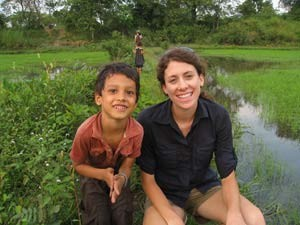 Reisende zu Besuch auf dem Land in Kambodscha