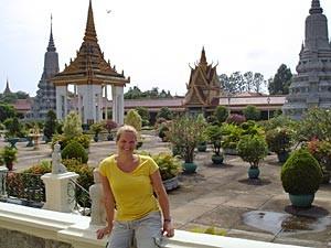 Frau am Königspalast in Phnom Penh